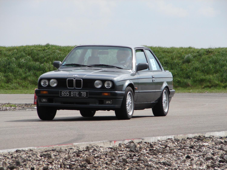 La BMW 325iS E30 est une redoutable sportive tirant le meilleur parti de son gabarit compact et de son 6 en ligne grâce à sa boîte sport.