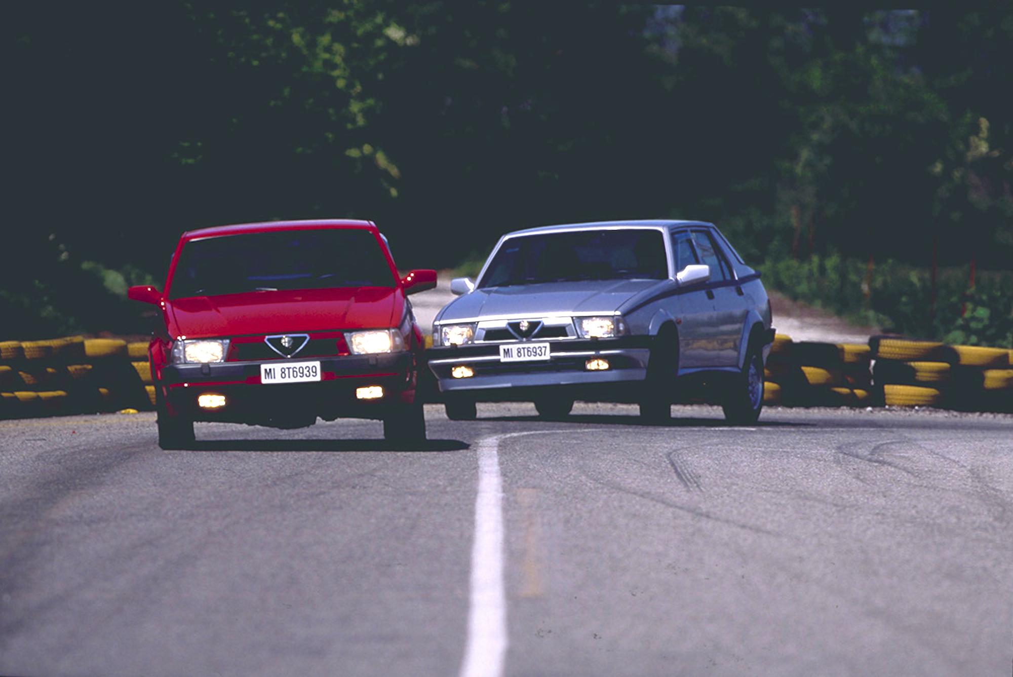 Chez Alfa Romeo, la berline 75 se décline avec son quatre cylindres 2 litres twin spark.