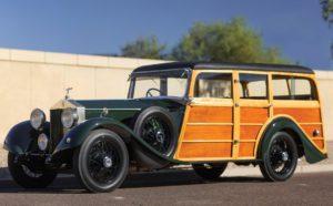 """1930 : Rolls-Royce Phantom II Shooting Brake avec ses protections en bois, à l'image des """"Town & Country"""" des voitures US des années 60-70"""