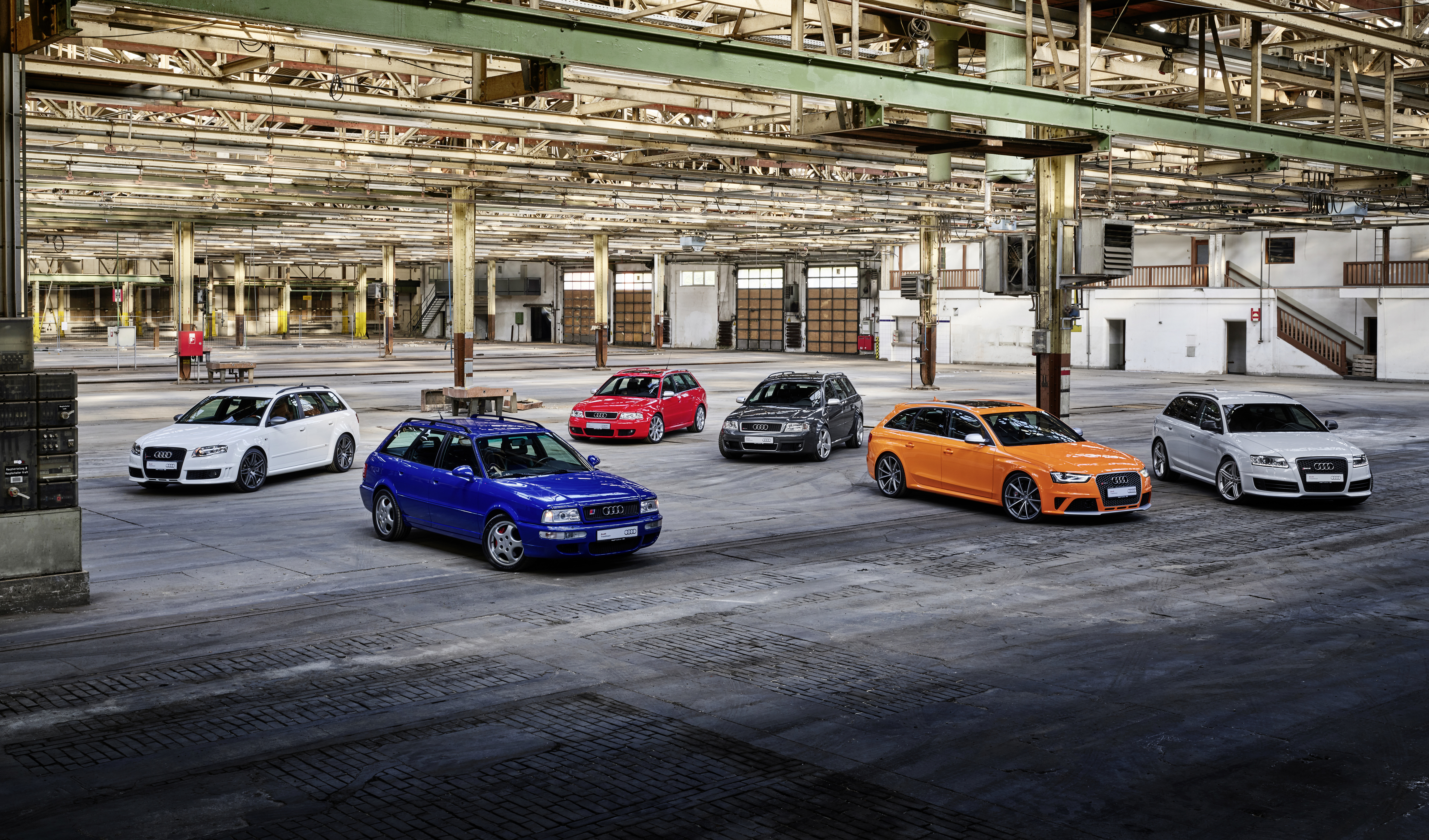 From left to right: Audi RS 4 Avant (Typ B7), Audi RS 2 Avant, Audi RS 4 Avant (Typ B5), Audi RS 6 Avant (Typ C5), Audi RS 4 Avant (Typ B8), Audi RS 6 Avant (Typ C6)