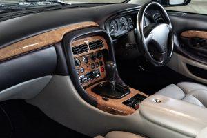 Aston-Martin DB7 V12 Vantage (1999)