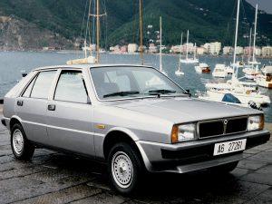 La Lancia Delta a été commercialisée en 1979 et a même remporté le titre de voiture de l'année 1980.