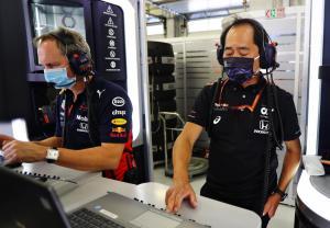304345 F1 restarts with thriller in Austria