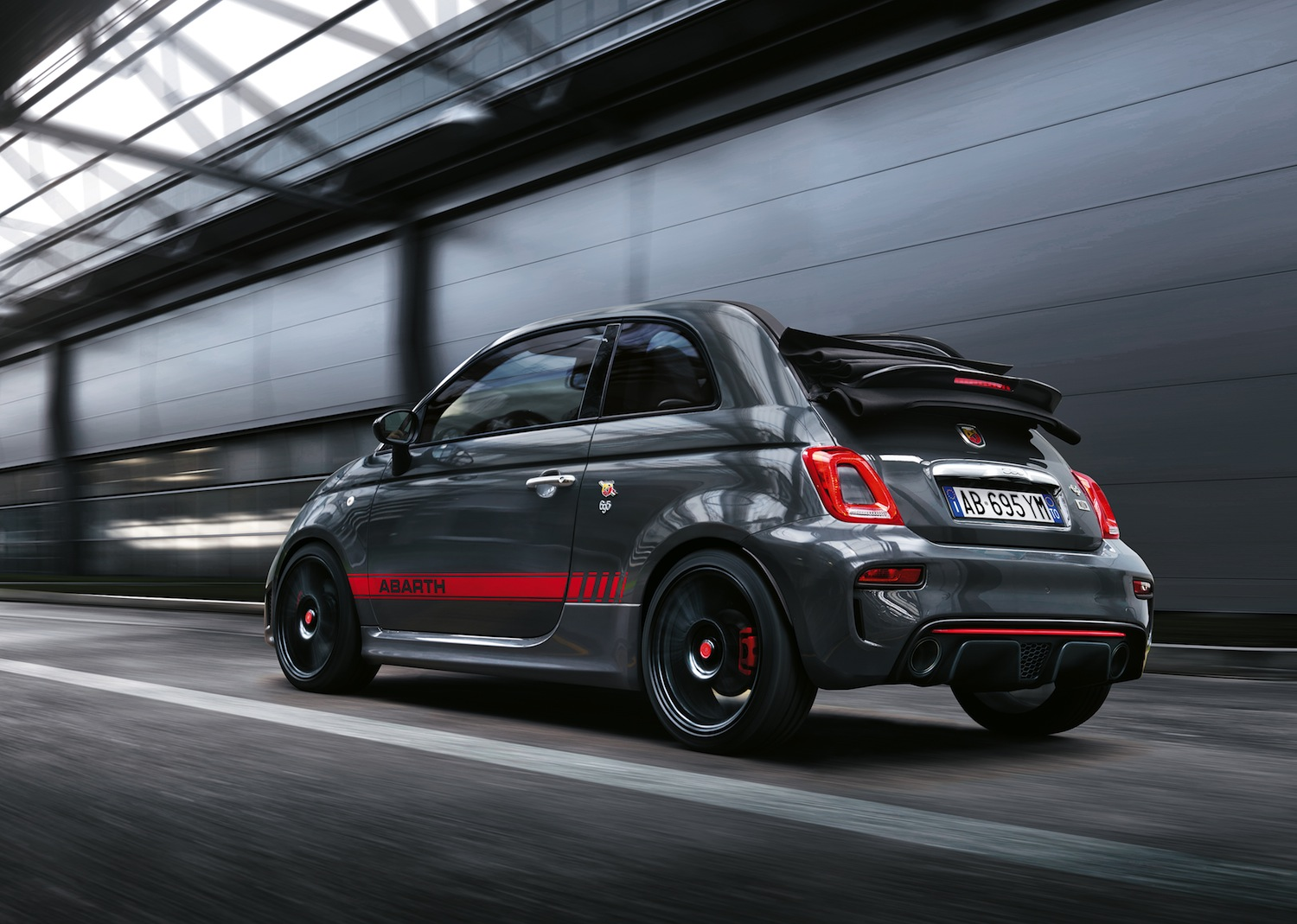 abarth-695-XSR-Yamaha-Limited-Edition-3