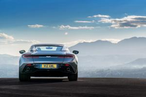 aston-martin-db11-v12-coupe-7