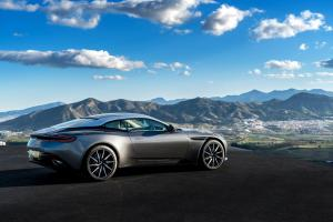 aston-martin-db11-v12-coupe-8