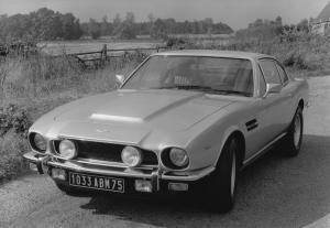 aston-martin-v8-saloon-serie-4-oscar-india-10