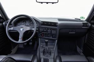 bmw-320i-cabriolet-e30-13