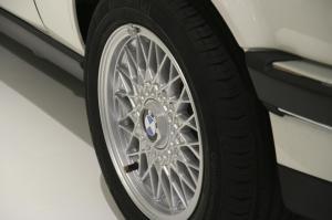 bmw-320i-cabriolet-e30-29