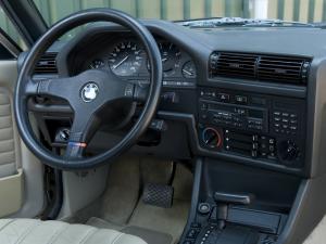 bmw-320i-cabriolet-e30-4