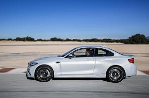 bmw-m2-coupe-2018-13