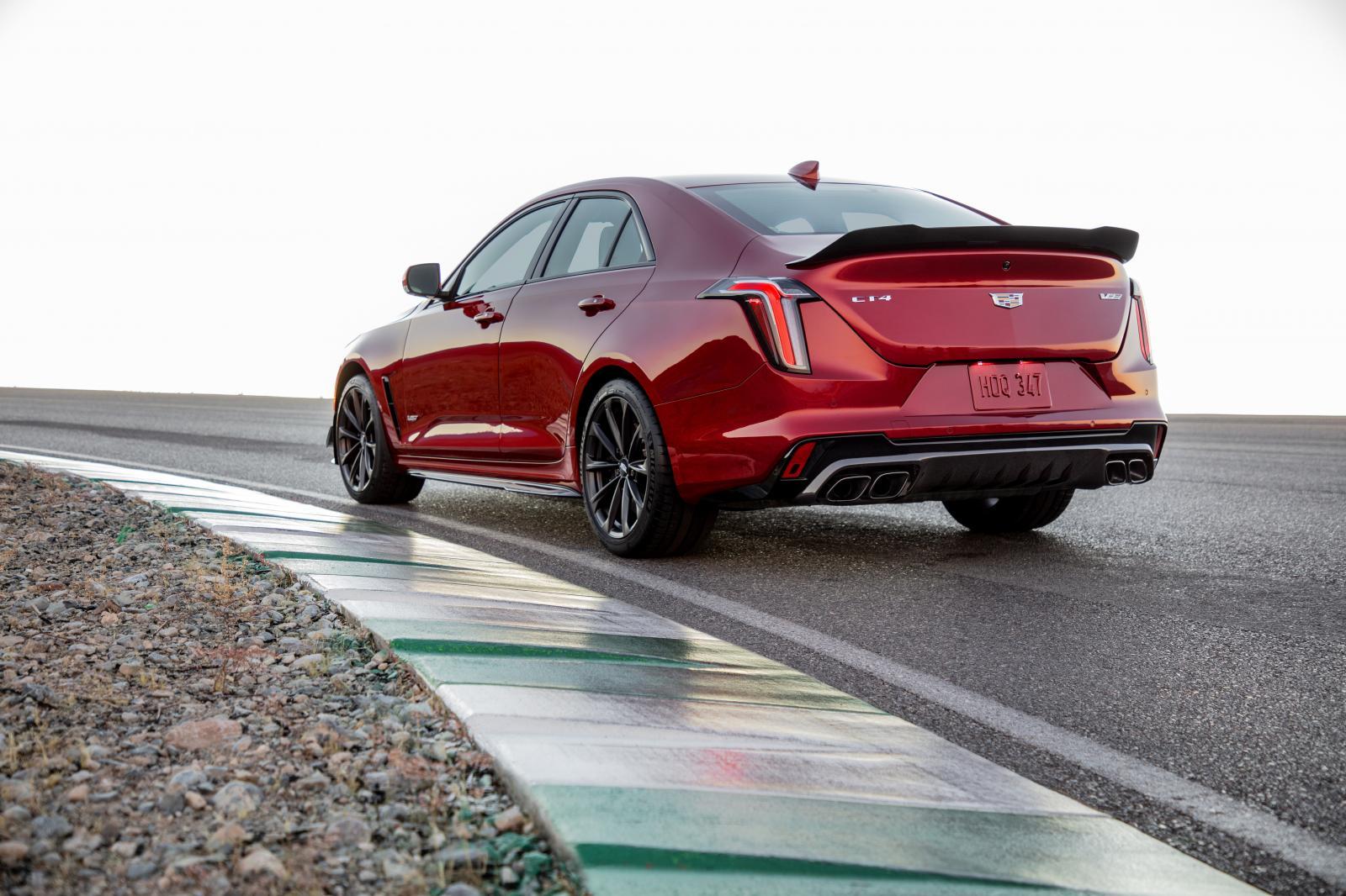 2022-Cadillac-CT4-V-Blackwing-002