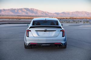 2022-Cadillac-CT5-V-Blackwing-003