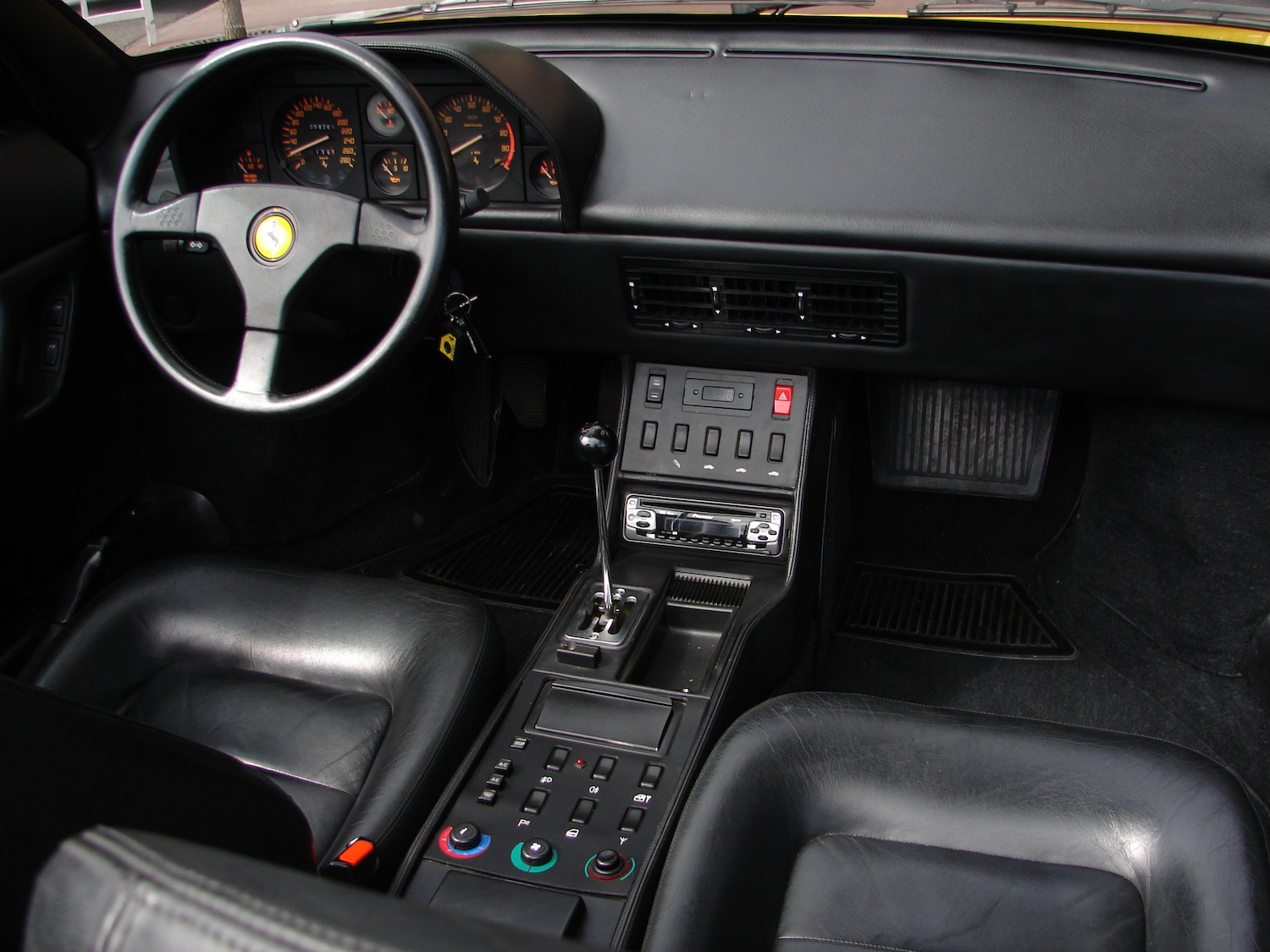 ferrari mondial t cabriolet. Black Bedroom Furniture Sets. Home Design Ideas