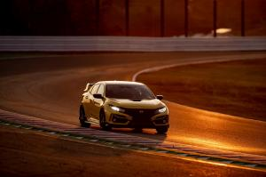 304373 Honda Civic Type R Limited Edition Suzuka Circuit