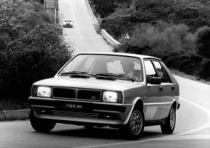 lancia-delta-hf-turbo-mk1-13