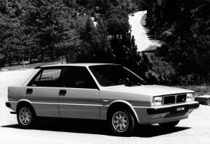 lancia-delta-hf-turbo-mk1-15