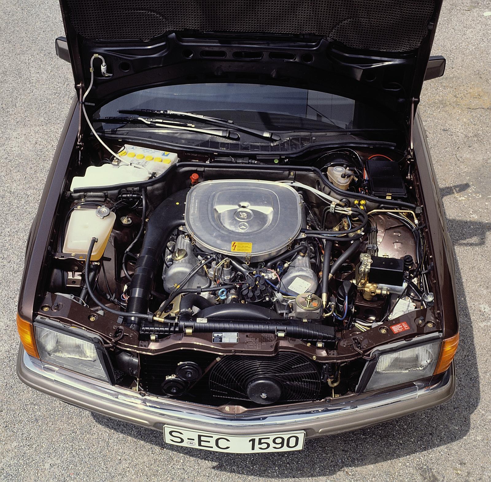 mercedes-benz-380-sec-w126-1