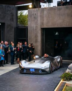 mercedes-benz-vision-EQ-silver-arrow-1