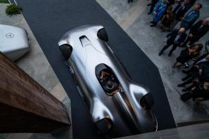 mercedes-benz-vision-EQ-silver-arrow-2