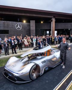mercedes-benz-vision-EQ-silver-arrow-4