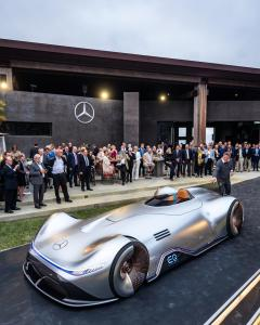 mercedes-benz-vision-EQ-silver-arrow-8