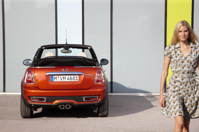 mini-cooper-cabriolet-2011-1