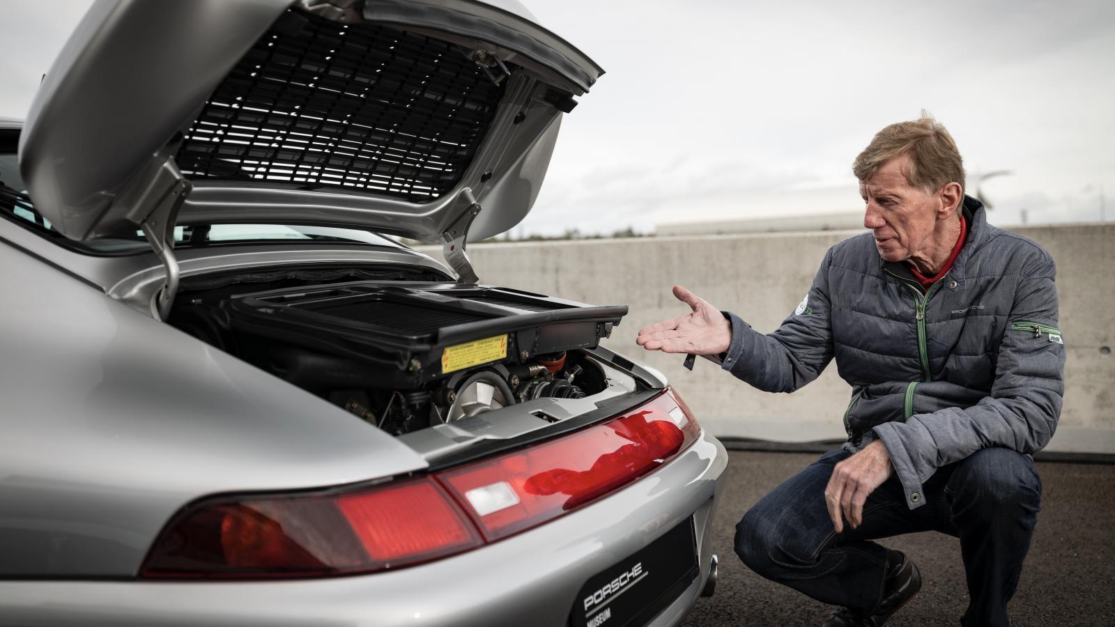 Prospectus 20 ans Porsche 911 interprétation et données des moteurs 3,2 L