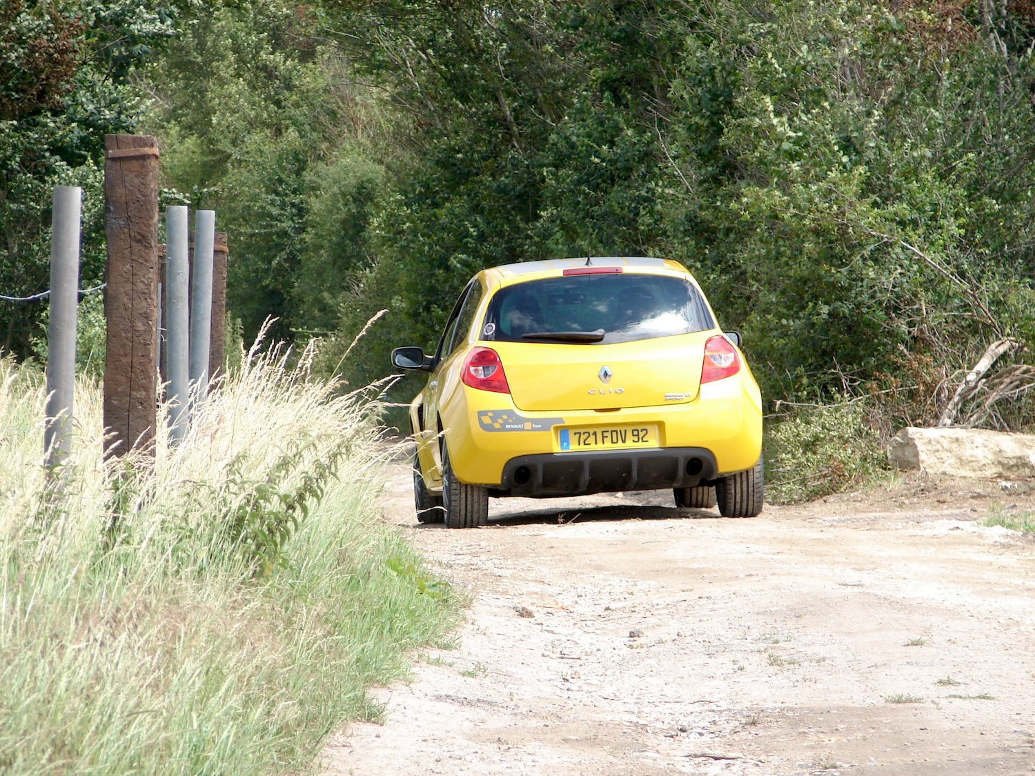 renault-clio-3-rs-f1-team-r27-130