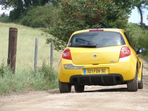 renault-clio-3-rs-f1-team-r27-110