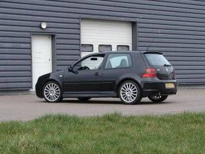 volkswagen-golf-4-r32-70