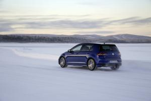 volkswagen-golf7-r-1