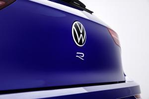 volkswagen-golf-8-r-1