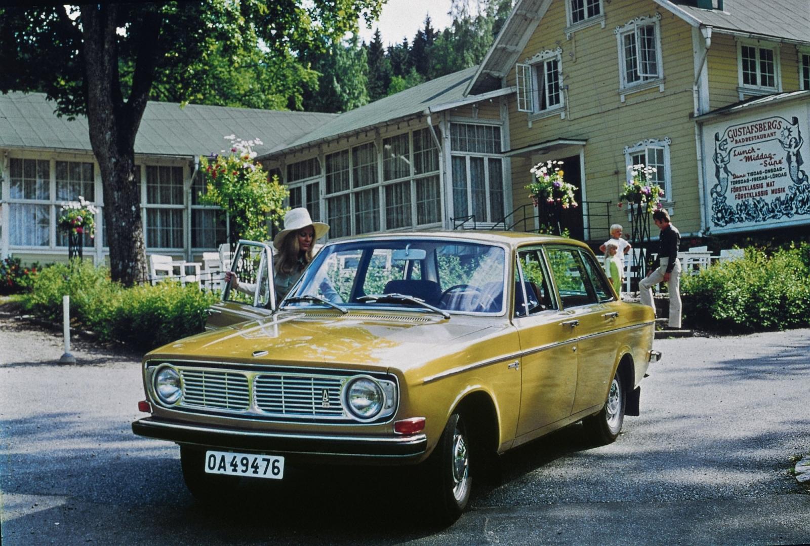 5887 Volvo 144